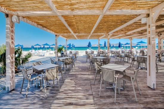 Caravia Beach Hotel: Beach Bar