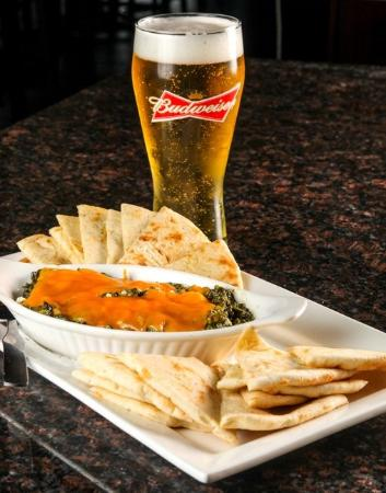 Cambridge, كندا: Spinach Dip and Beer