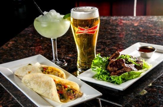 Cambridge, كندا: Fish Tacos & Steak Bites & Cocktails