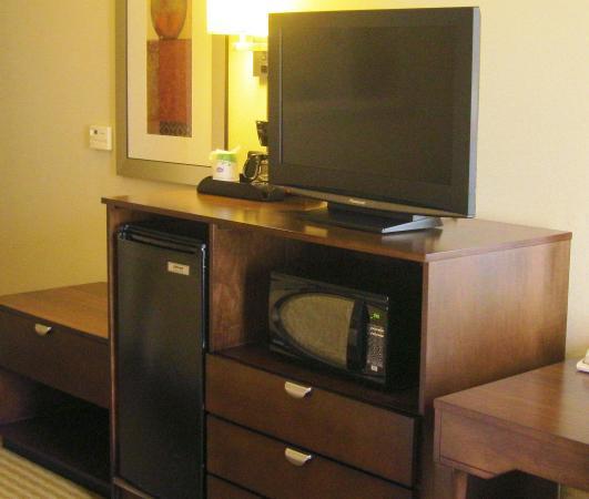Hampton Inn & Suites Boynton Beach: TV, Fridge & Microwave