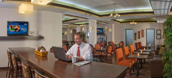 Hampton Inn & Suites Boynton Beach: Breakfast Seating Area