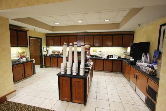 Bartlett, TN: Breakfast Buffet