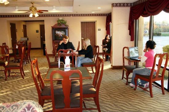 Dickson, TN: Breakfast Dining Area