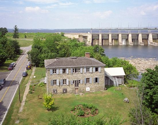 East Hawkesbury, Canadá: Circa 1817 - Located on the Ottawa River. Highway 417 East or 40 West to Exit #1 for Pointe-Fort