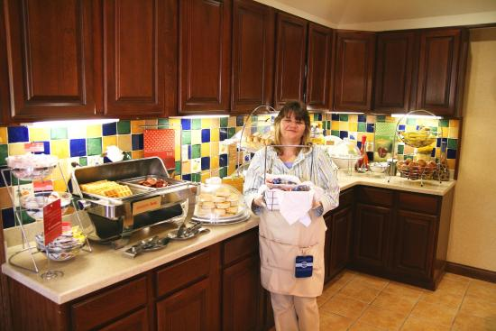 Shelbyville, IN: Breakfast Bar and Hostess