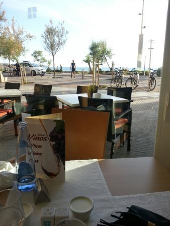 Hotel Hispania: la vue depuis la salle à manger