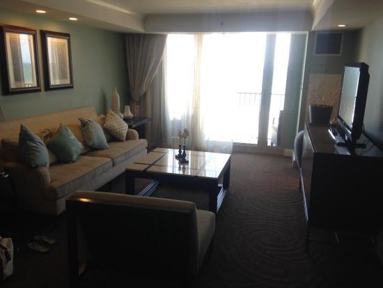 แอตแลนติกบีช, ฟลอริด้า: Living room in the Suite - balcony
