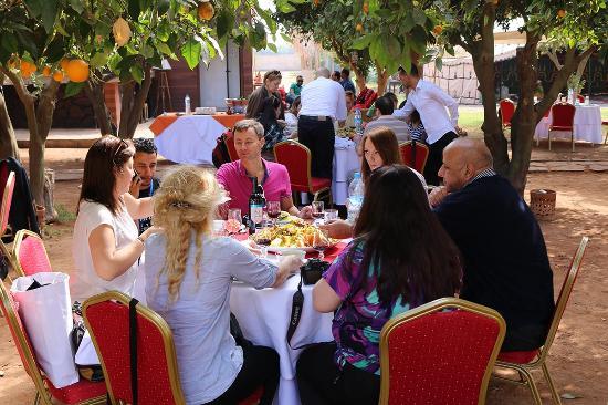 Oulad Teima, Fas: Repas sous les Orangers