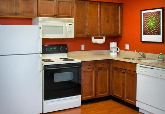 East Greenbush, Nova York: Fully Equipped Kitchen With Oven