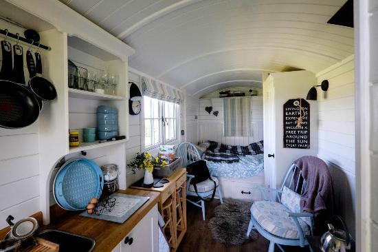 Hill View Farm: Inside of Shepherd's Hut