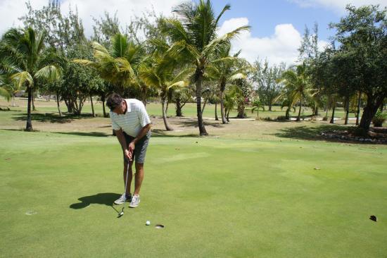 Christchurch, Barbados: putting for bogey