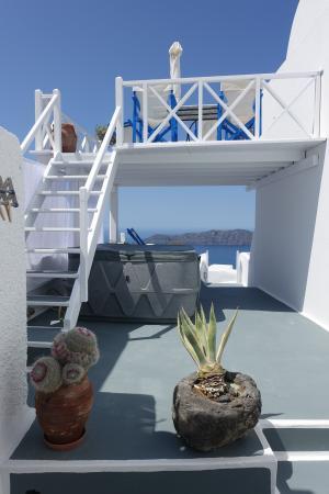 Artemis Villas: upper & lower decks, jacuzzi on lower