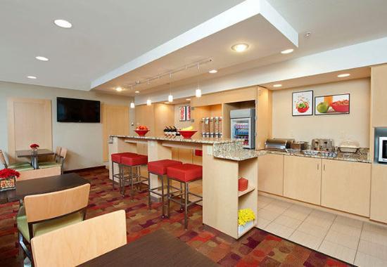 Bloomington, IN: Breakfast Area