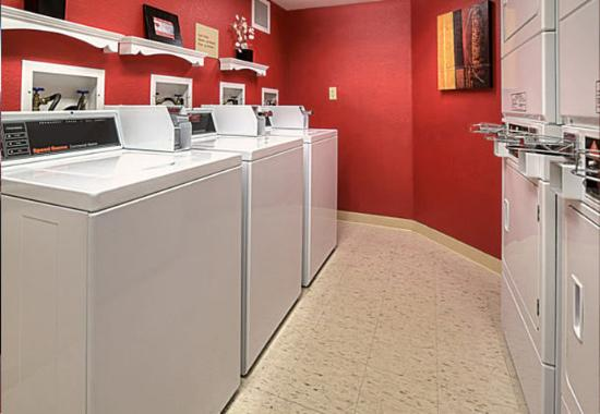 Englewood, CO: Guest Laundry Area