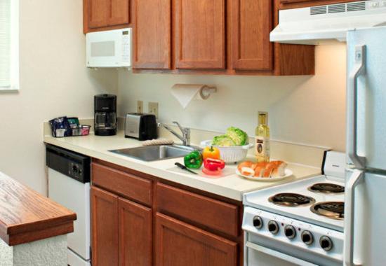 Lombard, Илинойс: Suite Kitchen