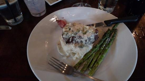 Corrales, NM: Fillet with green chili and gorganzola cream sauce