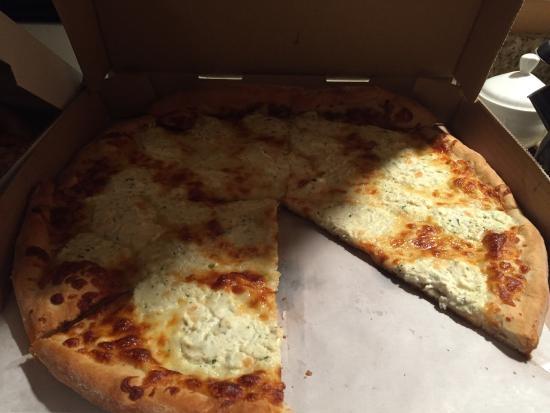 Smithtown, NY: Amazing pizza and garlic knots!