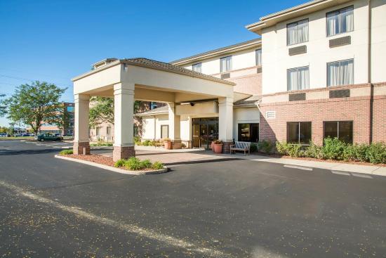 Comfort Inn & Suites: Exterior