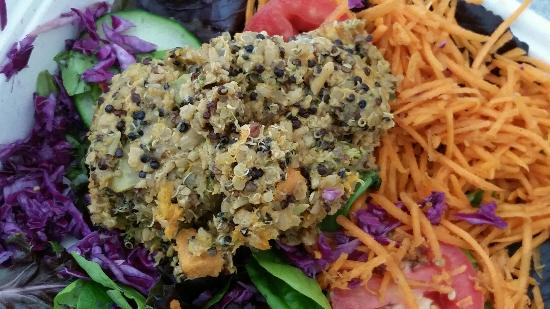 Shine Cafe: Salad with tempeh