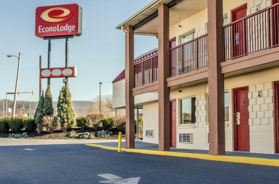 Econo Lodge Northeast: Exterior