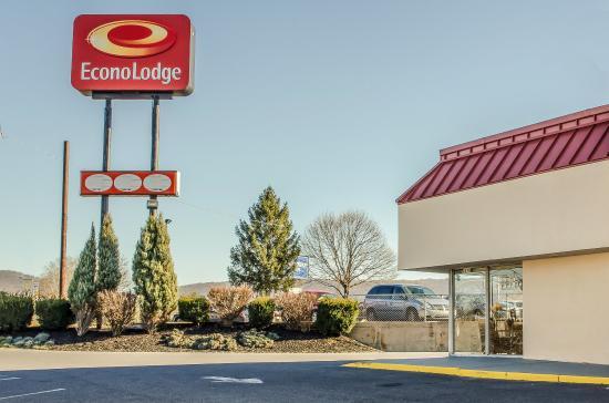 Econo Lodge Northeast: Exterior