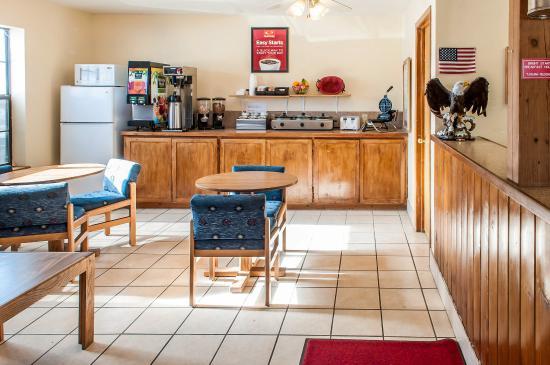 Eagle Nest, NM: Breakfast