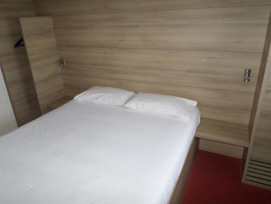 Auberge Everhotel Tarbes: La chambre