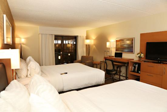 Mansfield, MA: Newly Renovated Guest Room with 2 Queen Beds
