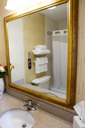 South Kingstown, RI: Guest Bathroom
