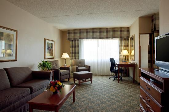 Casa Grande, AZ: Our suites have separate living and bedroom areas.