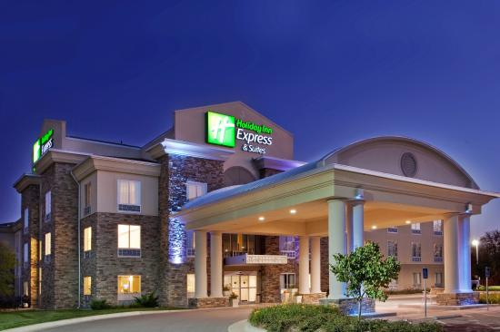 Holiday Inn Express Hotel & Suites Andover/East Wichita: Hotel Exterior