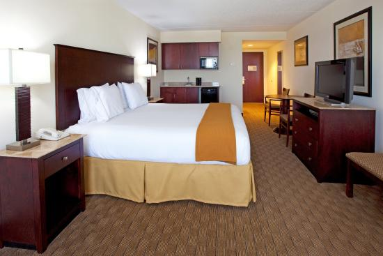 Holiday Inn Express Columbus at Northlake: King Bed Guest Room