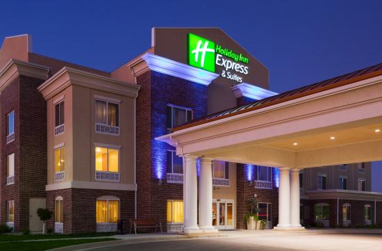 Holiday Inn Express Minot South: Hotel Exterior