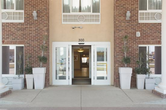 Holiday Inn Express Minot South: Entrance