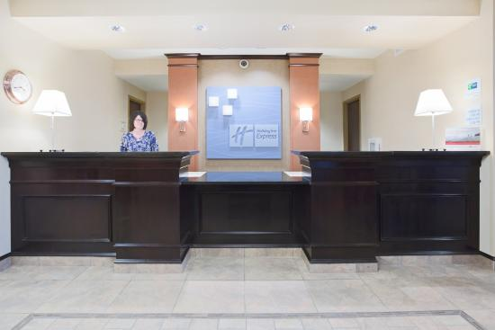 Holiday Inn Express Minot South: Front Desk