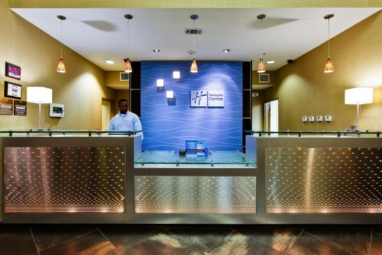 Holiday Inn Express Hotel & Suites Dallas South-DeSoto: Hotel Lobby