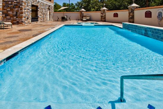 Holiday Inn Express Hotel & Suites Dallas South-DeSoto: Swimming Pool