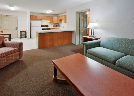 Westley, Kalifornia: Our 1 Bedroom Suite includes a full kitchen and living room
