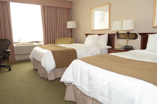Park Plaza Bloomington: Queen Room