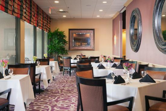 Doubletree by Hilton Hotel New Orleans Airport: River City Creole Grille