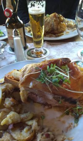 Alpirsbach, Alemania: Haxe with baked potatoes and Sauerkraut.