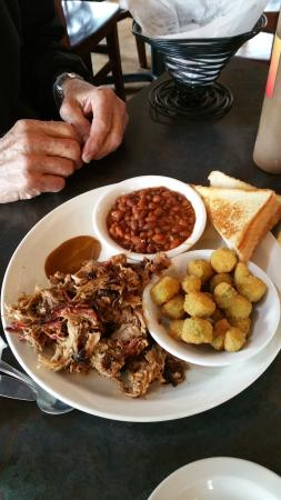 Clarkesville, GA: Pulled pork plate. Dish came with hushpuppies too.