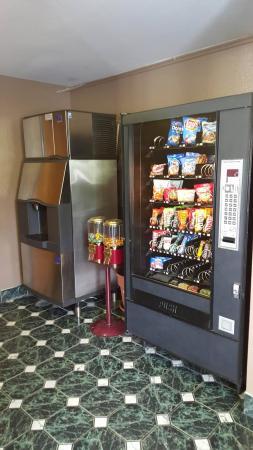 Super 8 Corbin/London KY: Vending and Ice machine