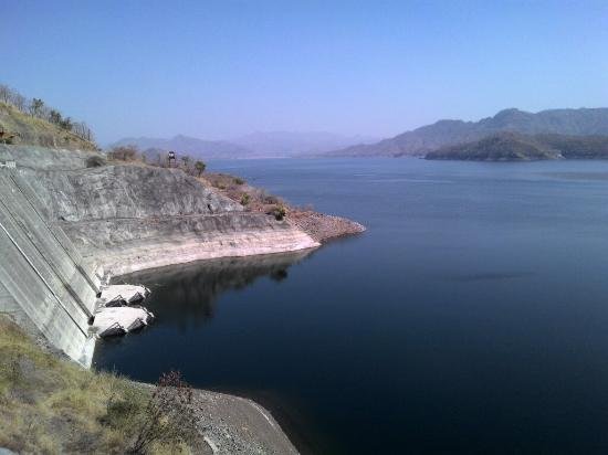 Nearer to Sardar Sarovar - Picture of Sardar Sarovar Dam ...