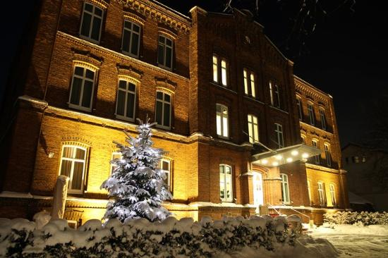 Buxtehude, Tyskland: Navigare NSBhotel Frontansicht Schnee