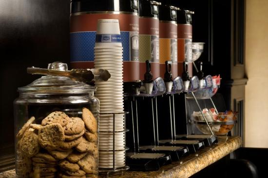 Hampton Inn & Suites Waco South: Welcome Coffee Zone