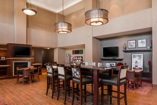 West Bend, WI: Perfect Mix Lobby