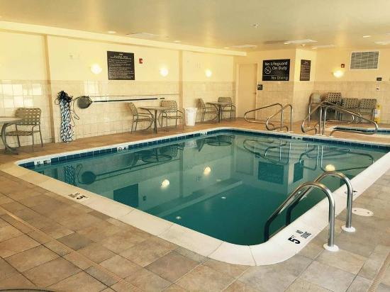 Hampton Inn Elkins: Indoor Pool