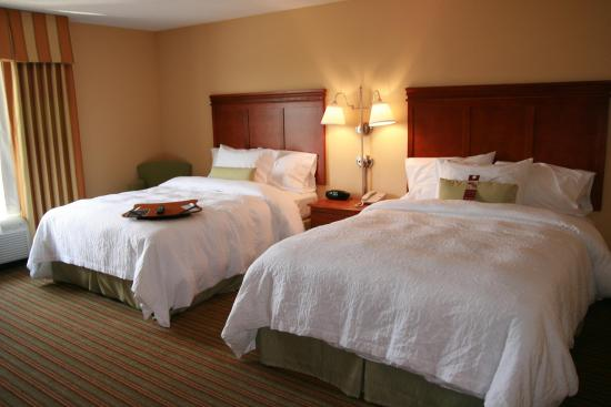 Hampton Inn Elkins: Two Queen Accessible Beds