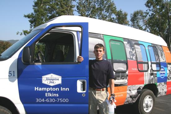 Hampton Inn Elkins: Shuttle Bus